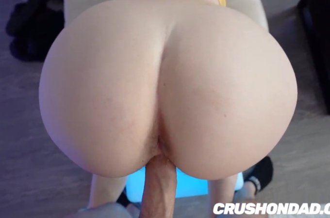 Young redhead babe with big white ass gets her pink pussy fucked